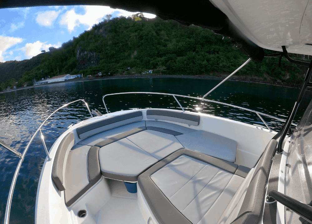 Extérieur du Cap Camarat 9.0 cc qui est à louer en Martinique.